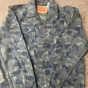 Levi's Men's Camouflage Trucker Jacket NWT